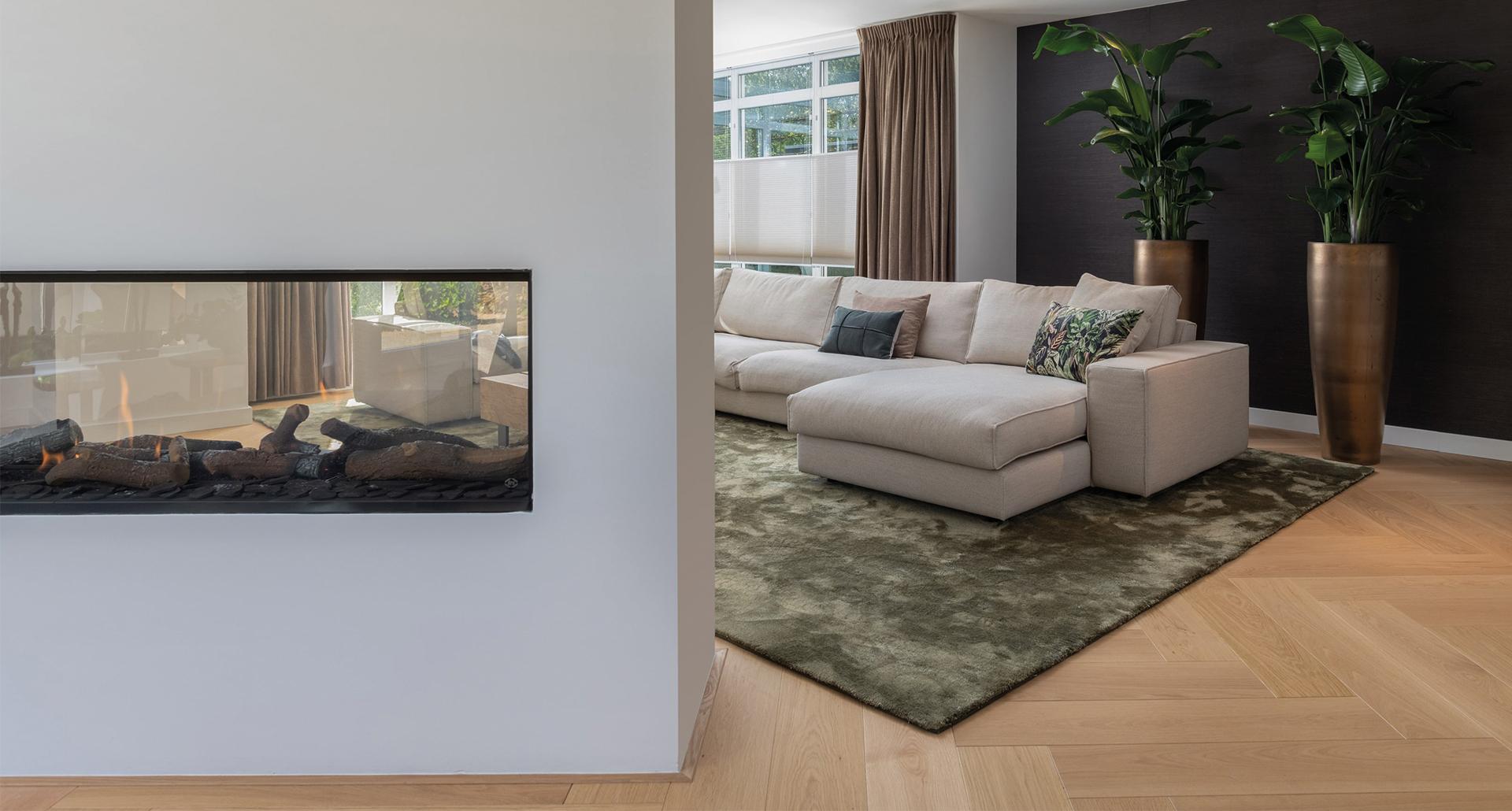 interieurarchitect_mira_ontwerp_huiskamer_persoonlijk_vianen_bank_gashaard_maatwerkmeubels_carpetlinq_thibaut